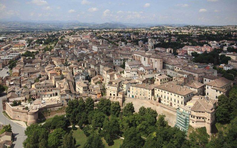veduta aerea del centro storico di jesi