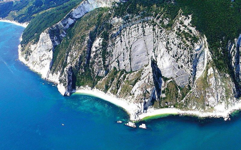 vista aerea del monte conero